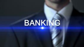 银行业务,在衣服触摸屏,财政部门,企业概念的商人 股票视频