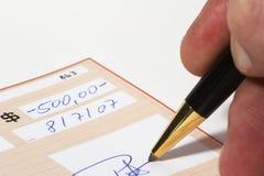 银行书写支票 库存图片