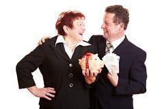 银行夫妇愉快的贪心前辈 免版税库存图片