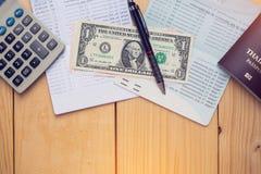 银行帐户笔、美元和计算器 库存照片
