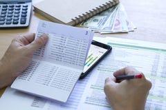 银行挽救储蓄和现金流动管理 免版税库存图片