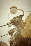 银行桥梁,圣彼德堡新来的人雕塑  库存图片