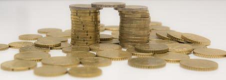 银行概念货币塔 库存图片