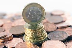 银行概念货币塔 免版税库存图片