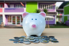 银行现金逗人喜爱的贪心栈 储款和金钱的概念 免版税图库摄影