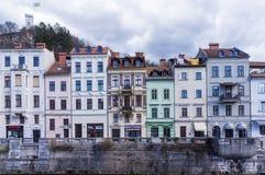 银行的五颜六色的房子 免版税库存图片