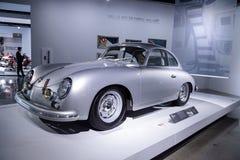 银1957年保时捷356A小轿车 免版税库存照片
