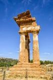 铸工和北河三多立克体寺庙在阿哥里根托,意大利 库存照片