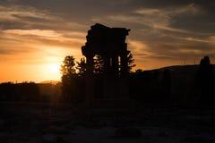 铸工和北河三希腊寺庙在日落期间在阿哥里根托,西西里岛 免版税库存图片