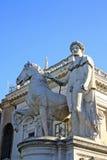 铸工雕象在Cordonata台阶的在Capitoline小山,罗马意大利 图库摄影
