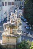 铸工雕象有一匹马的在国会大厦正方形前面,罗马 免版税库存照片