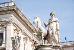 铸工骑马雕象在国会大厦的 罗马 意大利 免版税库存图片