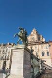 铸工骑马雕象在都灵,意大利 库存照片