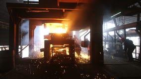 铸造厂坚苦工作 影视素材
