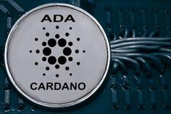 铸造在导线和电路背景的cryptocurrency Cardano  acyclovir 免版税库存照片