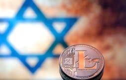 铸造litecoin,以以色列旗子为背景,浓缩 库存照片