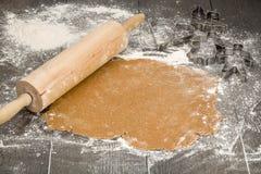 铺开的姜饼面团 库存照片