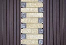 铺样式与形状和颜色涨落不定的石头块 免版税库存照片