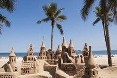 在海滩的沙子城堡 免版税库存照片