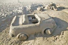 铺沙汽车城堡有杯座的在海滩德班,南非 免版税库存图片