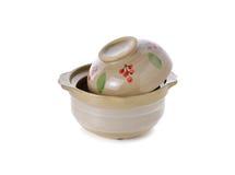 铺沙罐陶瓷与烹调的盒盖在白色 库存图片