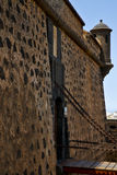 铺沙阿雷西费兰萨罗特岛castillo老墙壁城堡的塔 免版税库存图片