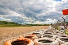 铺石渣与轮胎的床,尼尔布格林赛车场,德国 免版税库存照片
