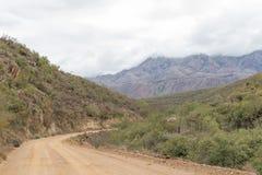 铺石渣在Cango洞和Calitzdorp之间的路 免版税图库摄影