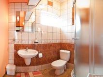 铺磁砖的卫生间 库存照片