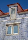 铺磁砖的房子在卡斯卡伊斯葡萄牙 免版税库存照片