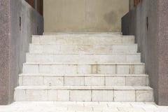 铺磁砖的楼梯 免版税库存照片