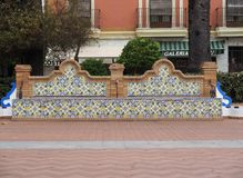 铺磁砖的长凳在阿亚蒙特西班牙 库存图片