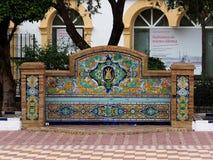 铺磁砖的长凳在阿亚蒙特西班牙 免版税库存照片