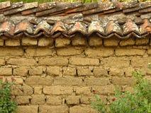 铺磁砖的黏土砖墙土气样式 酿造 免版税库存图片
