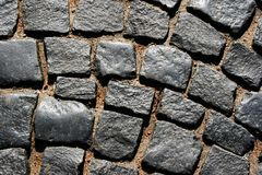 铺路石在欧洲镇 免版税库存照片