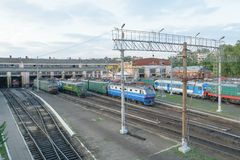 铺铁路电力机车、内燃机车和火车修理和维护的集中处  库存图片