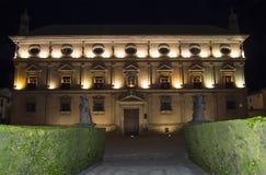 链子在晚上,宇部的巴斯克斯de莫利纳Palace宫殿, 库存照片