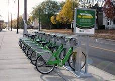 链接德顿由UD的自行车份额在早晨光 免版税库存照片