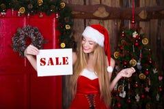 销售、圣诞节、假日和人概念- 免版税库存图片