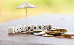 销售保险家,汽车,家庭观念 免版税库存照片