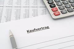 销售协定- Kaufvertrag -用德语 免版税库存照片