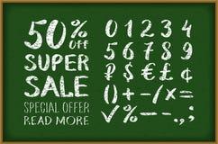 销售在黑板的50%图画 第0-9写与刷子在黑背景字法 超级销售 大销售额 婆罗双树 免版税库存图片