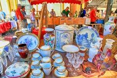 销售摊位在著名古色古香的市场Cours Saleya上在尼斯, 库存图片