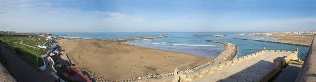 销售海滩的人们 摩洛哥拉巴特 免版税库存图片