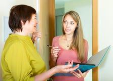 销售的工作者的妇女查询表 免版税库存照片