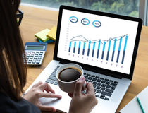 销售许多图和图表事务增加收支份额Co 免版税图库摄影
