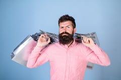 销售额和贴现概念 严密面孔购物的shopaholic的行家使上瘾或 有胡子的人和髭运载 库存照片