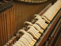 锁上老钢琴 免版税库存照片