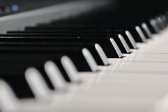 锁上钢琴 在阶段的乐器 图库摄影