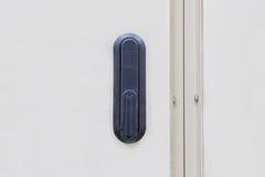锁为衣物柜起动并且锁金属电盖子的内阁 免版税库存图片